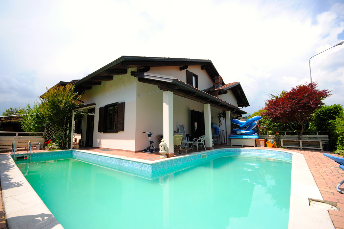 Vandorno  Villa con piscina