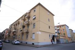 Biella Via Toscana Negozio con Licenza e Alloggio
