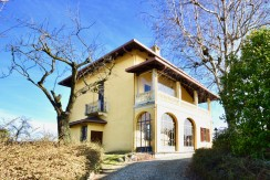 Ronco Biellese Villa d' Epoca in Vendita