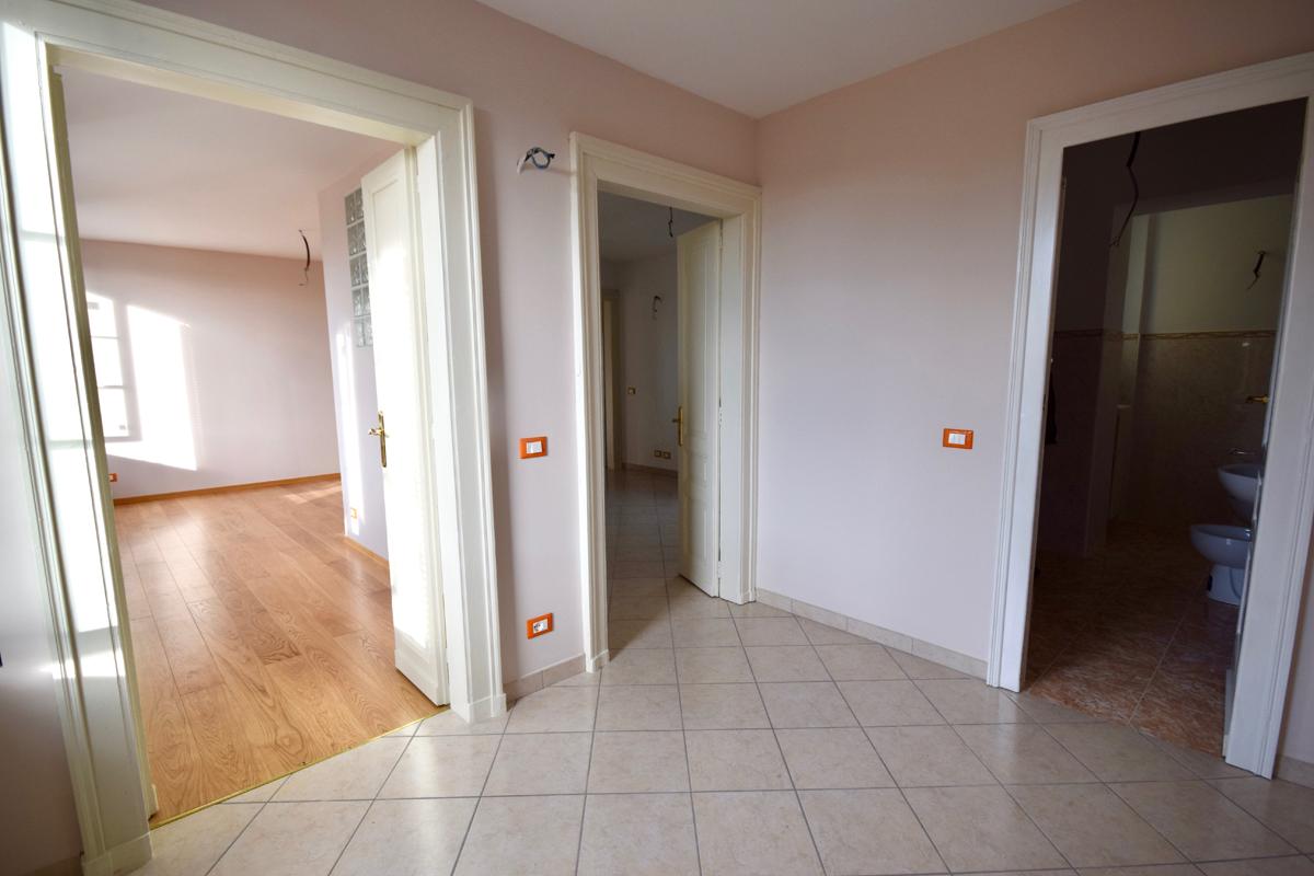 Biella piazzo alloggio in affitto mosca immobiliaremosca for Appartamenti in affitto biella arredati