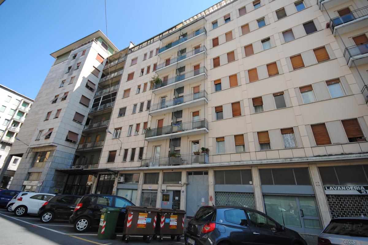 Biella Via Nazario Sauro negozio in vendita