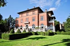 Biella Via Marconi Signorile Appartamento in Villa