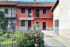 Vandorno Casa Centro Schiera con Giardino In Vendita